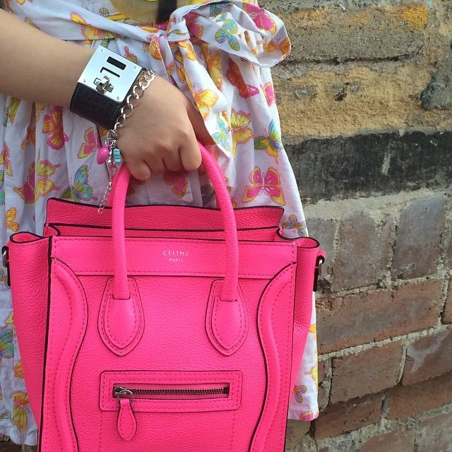 #celineaddict#fluopink#nanofluopink @lvmh_official  @hermes #kellydog#hermeslover#thedowntowndiaries#instaluxe#instaluxury#purseboppicksfamily#purseboppicks#fashiondiaries#ootnmagazine #instadaily#fashiongram#lookbok