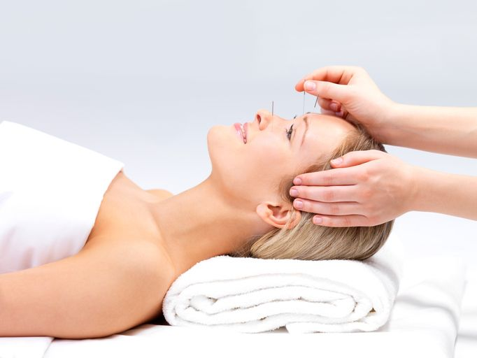 Do you want facelift, but don't want to go under the knife, this natural treatment may be for you. #Nonsurgical #Acupuncture #Facelift will reduce fine lines and get rid of wrinkles without facial peel or burn.