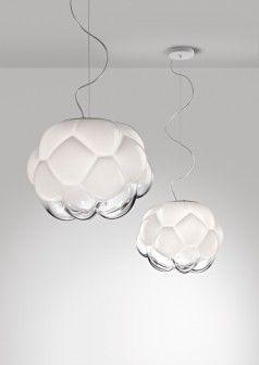 Młody designer Mathieu Lehanneur stworzył przepiękny projekt lampy, która przypomina obłok. http://sztuka-wnetrza.pl/1923/artykul/lampa-jak-oblok