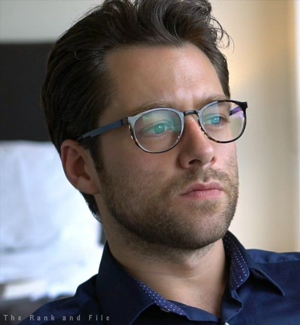 Richard Rankin plays adult Roger MacKenzie Wakefield
