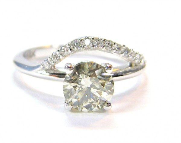 Custom engagement Ring. 14K white gold, 1CT center diamond