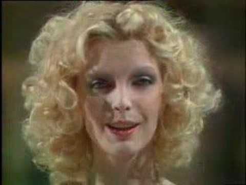 Patty Pravo - Pazza idea - YouTube I love this song and the memories it holds in my heart