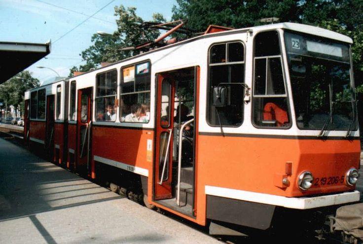 Berlin 1995 Strassenbahn Berlin KT4D in Farbgebung der BVB in Berlin-Karlshorst.