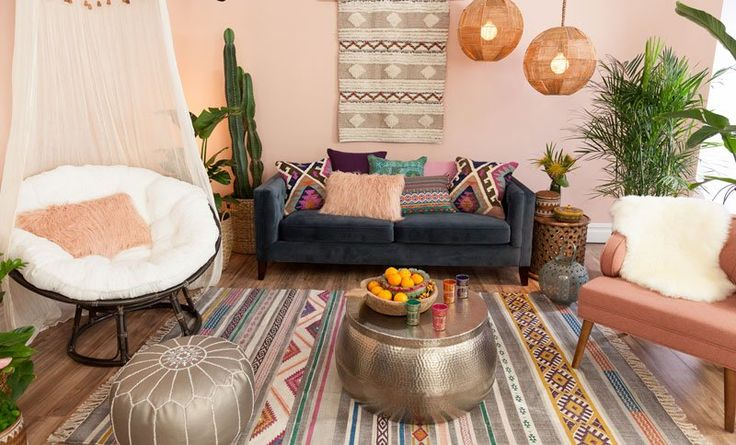 Nobody does bohemian-chic style like The Jungalow blogger Justina Blakeney. Here she shares her tried-and-tested tips on creating a boho-chic space that's full of color, pattern, texture, and energy.