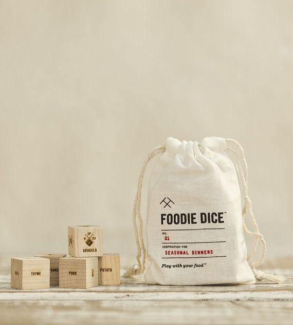 Foodie Dice ™ pochette / / Laser gravé dés bois par TwoTmbleweeds