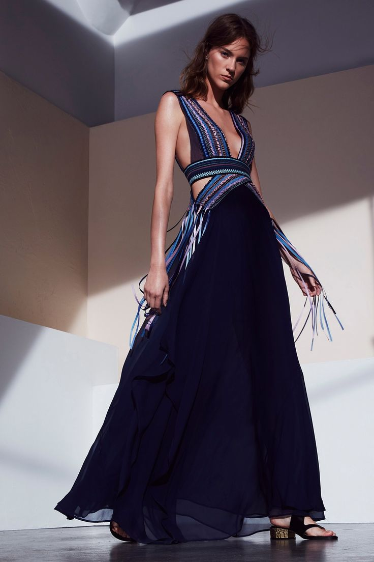 See the complete BCBG Max Azria Resort 2017 collection.