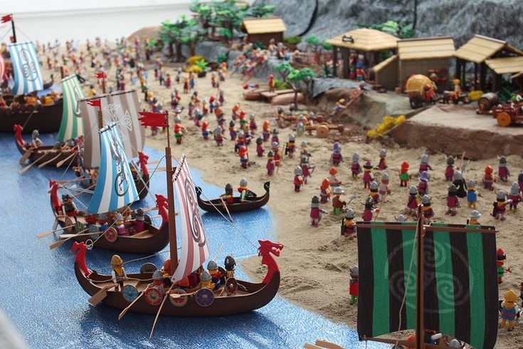 Le Mont Saint Michel en Playmobil, lors des invasions vikings du 10ème siècle…