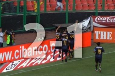 Así le ganó el América a los Pumas    América derrotó a los Pumas 2-1 con goles de Christian Benítez y Matías Vuoso. Pumas descontó gracias a Juan Carlos Cacho.