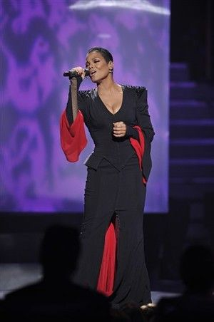 janet jackson on stage | Janet Jackson hits the 'American Idol' stage, sings 'Nothing' and ...