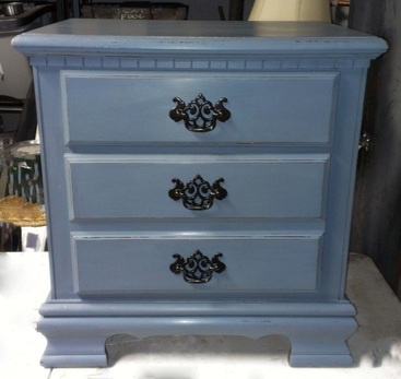 bluegrey chalk painted end table