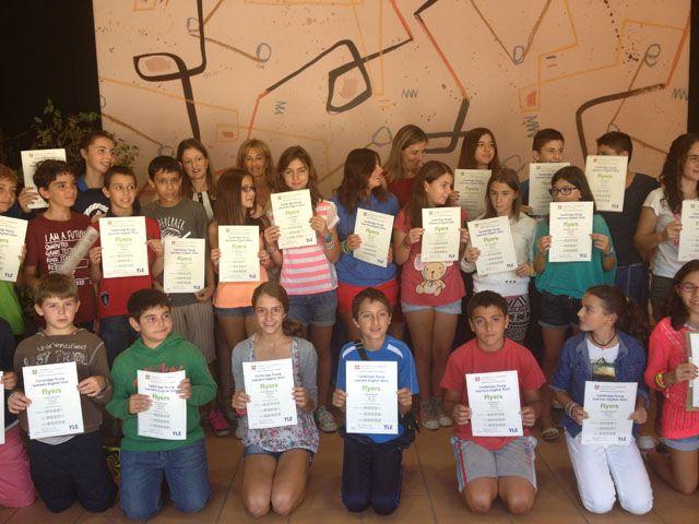 31 alumnos del CEIP Margarita Salas han recogido el diploma Young Learners de la Universidad de Cambridge http://www.revcyl.com/www/index.php/educacion/item/1183-31-alumnos-del-ceip-margarita-salas-han-recogido-el-diploma-young-learners-de-la-universidad-de-cambridge