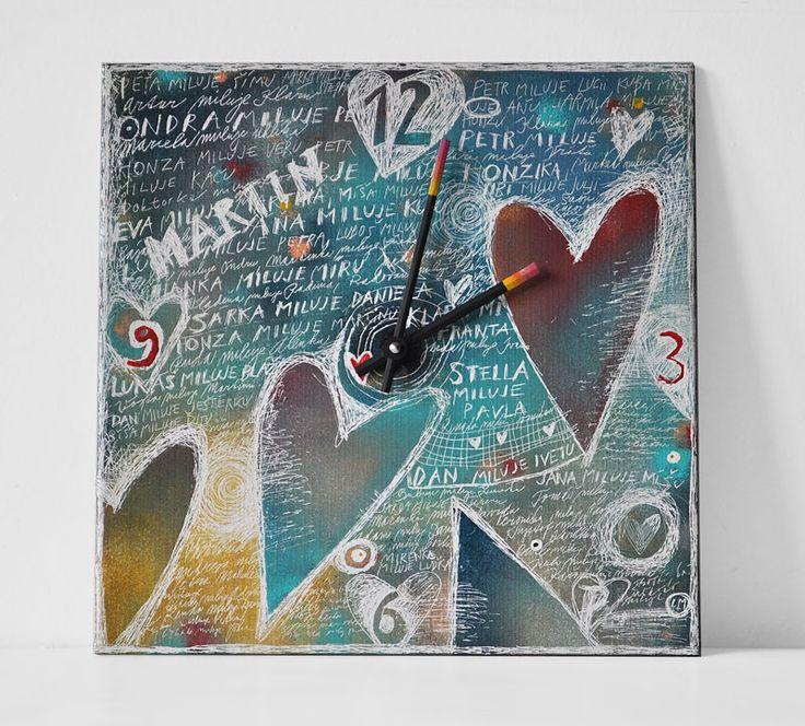 Keramické+hodiny+33x33cm+-+Srdce+Ručně+malované+hodinyze+studia+Lumart+Design+jsou+vyráběny+v+malých+sériích.+Každé+z+nich+jsou+originál,+který+může+svou+hravostí+a+barvami+oživit+interiér+vašeho+domu,+nebo+bytu.+Hodiny+jsou+malovány+na+keramické+dlaždici+33x33cm,+opatřeny+povrchovou+úpravou+zajišťující+stálost+barev+a+osazeny+strojkem+Quartz+s+tichým+chodem....