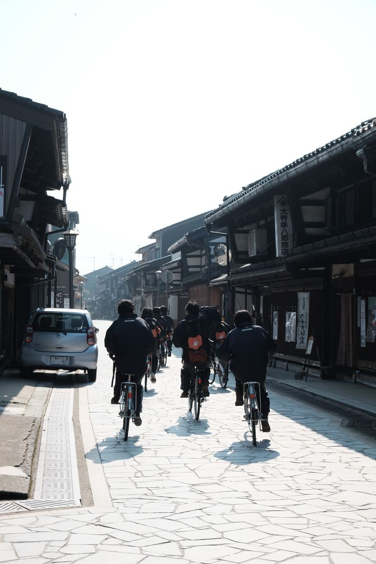 富山県高岡市の金屋町へ。前田利長によって発展した鋳物の町とその風景。