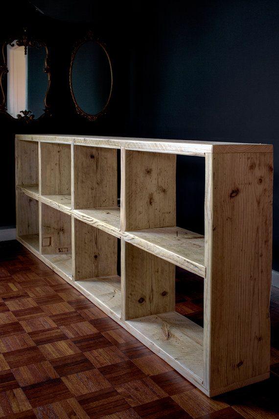 Almacenamiento de salón de madera reciclada y organizador.