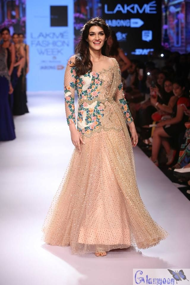 Kriti Sanon Ramp Walk at LFW 2015