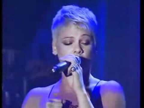 ▶ P!nk - Me And Bobby McGee (Live Pre Grammy Party) - YouTube