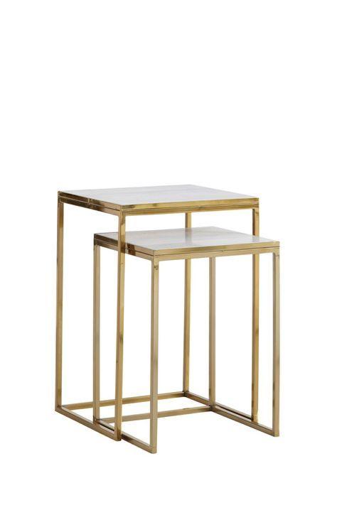 Satsbord i två delar, ett större och ett mindre. Metallstomme och skiva av marmor.  Litet bord: 36x36 cm, höjd 51 cm.  Stort bord: 41x41 cm, höjd 61 cm. <br><br>Då marmor är ett naturmaterial är det normalt att små avvikelser i färg och struktur förekommer.<br><br><br>Underhåll av marmor:<br>För att ge stenen sitt grundskydd rekommenderas marmorpolish som du hittar i välsorterade färgbutiker. Stryk på ett tunt lager. Låt torka i några minuter. Polera upp till glans med en torr trasa. Detta…