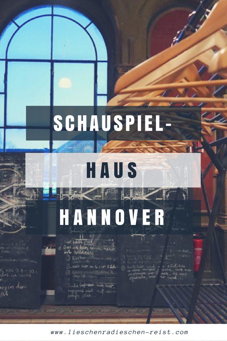Vorhang auf: Ich nehme dich auf einen Blick hinter die Kulissen im Schauspielhaus Hannover. Hier durfte ich lernen wie magisch Theater ist, was perfektes Kunstblut ausmacht und wie viel Arbeit in der Requisite steckt.