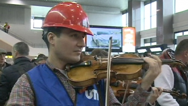 """The Bucharest Symphony Orchestra staged a flashmob at the """"Henri Coanda"""" International Airport near Bucharest. The forty musicians, disguised as pilots, stewards, ground control staff or as simple passengers, delighted and surprised onlookers with a short recital of classical music."""