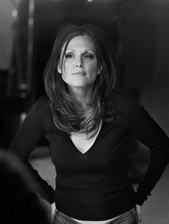 Julianne Moore by Peter Lindbergh pour Reporters sans frontieres 5