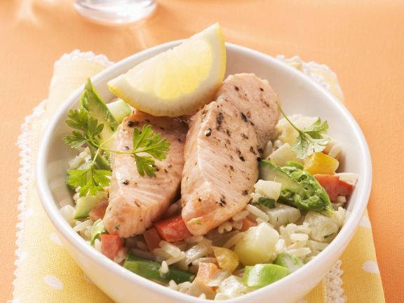 Wildlachs auf Reis mit gemischtem Gemüse ist ein Rezept mit frischen Zutaten aus der Kategorie Meerwasserfisch. Probieren Sie dieses und weitere Rezepte von EAT SMARTER!