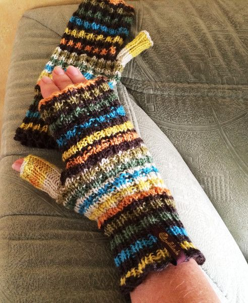 Armstulpen - Armstulpen lustig geringelt, bunt - ein Designerstück von Wollelindi bei DaWanda