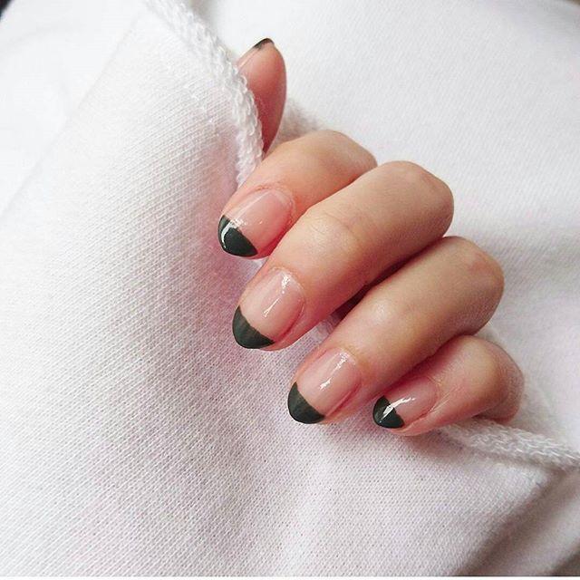 : green 🌿 #nail#simple #セルフネイル #ネイル#カーキ #爪の形#変えてみた #尖った感じが◎ #手元#ファッション