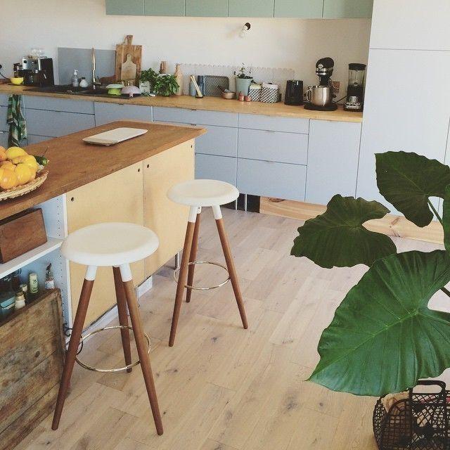 現在越來越流行這樣的開放式廚房了。讓做菜與用餐在同一個空間裡,拉近居住者彼此間的距離:) ・ #Vig吧台椅 #BoConcept北歐概念 #餐廳 #居家佈置 #家 #家具 #丹麥設計 #現代 #自然風 #BoConcept #interior #home #homedecor #Taipei #Scandistyle #design #scandinavian #danishdesign #inspiration #diningroom ・ Photo@myslowgarden