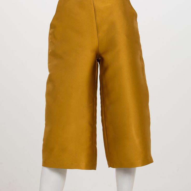 Diana pants color senape by @mysfashionlab. Classici pantaloni a palazzo in versione autunno-inverno; tessuto lucido in poliestere. Price: 67€