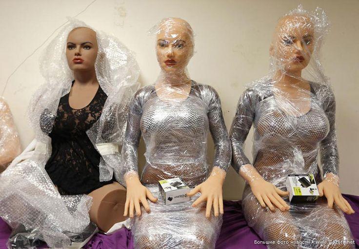 Европейские женщины уже не нужны - налажен выпуск силиконовых кукл. 16 фотографий суррогатных женщин. Фабрика силиконовых кукол для удовольствия во Франции. В этой европейской стране есть компания Dreamdoll, находящаяся в Дюппигхейме, и получающая почти сотню индивидуальных заказов каждый год.