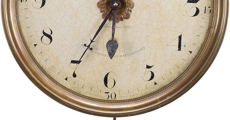 ¿Qué hace que un reloj de péndulo se detenga?. Cuando el péndulo de un reloj oscila de un lado a otro de verdad puedes ver que el tiempo vuela. El movimiento del péndulo y el reloj marcando el tiempo, hacen un contrapunto agradable al ritmo de la vida moderna, hasta que el péndulo oscilante se detiene. Los relojes se detienen por una variedad de razones, pero por lo general se pueden ...