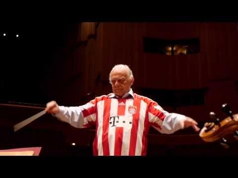 Video: Münchner Philharmoniker unterstützen FC Bayern auf kuriose Art