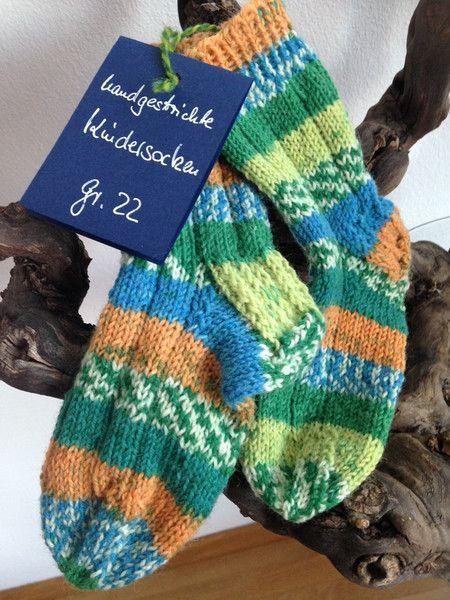 geringelte Kindersocken Gr. 22, grün - orange von Maschenhaft Ideen für Creative Geschenke auf DaWanda.com