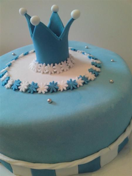 baby boy blue/white crown cake geboorte taart jongen kroontje blauw/wit