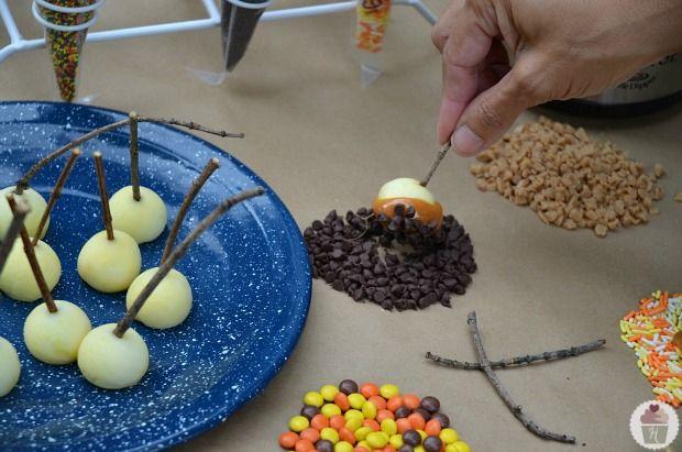 Mini-Karamell-Apfel-Fondue :: HoosierHomemade.com   – Halloween