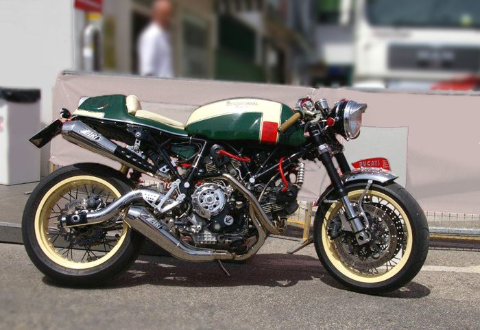 While Cafe Racer fever has gripped the motorcycle marketing machine, one mainstream manufacturer is missing out. Retro Features and Cafe Project... »