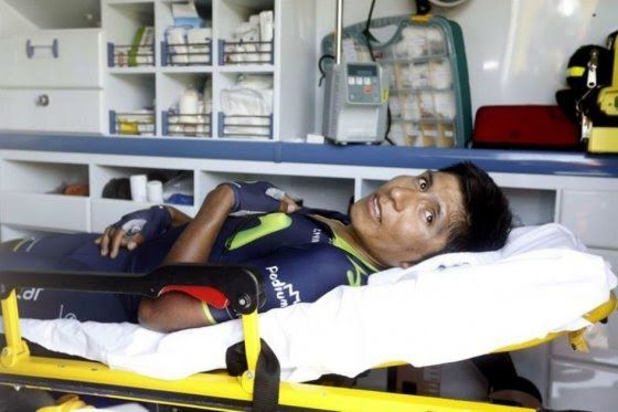 EL colombiano Nairo Quintana (Movistar) sufre una fractura desplazada de escápula derecha, tras la caída que ha sufrido este miércoles en la undécima etapa de la Vuelta 2014 entre Pamplona y el alto de San Miguel de Aralar.