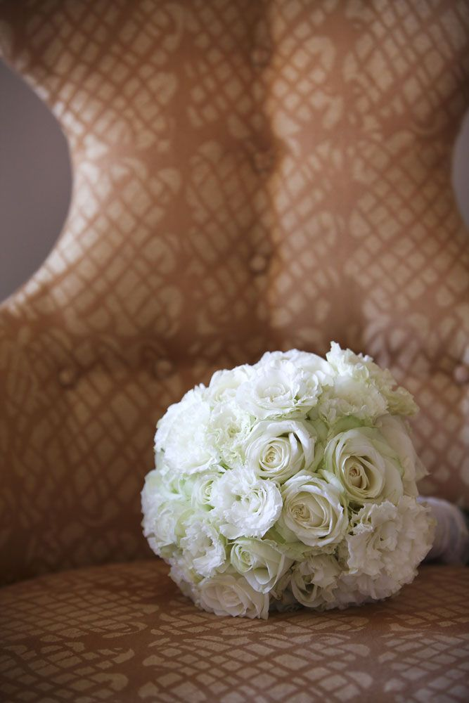 Classic white bouquet, combinations of lisianthus & avalanche roses