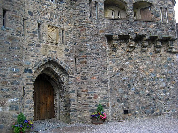 File:Eilan Donan Castle Entrance.jpg (Kitchen Doorway)