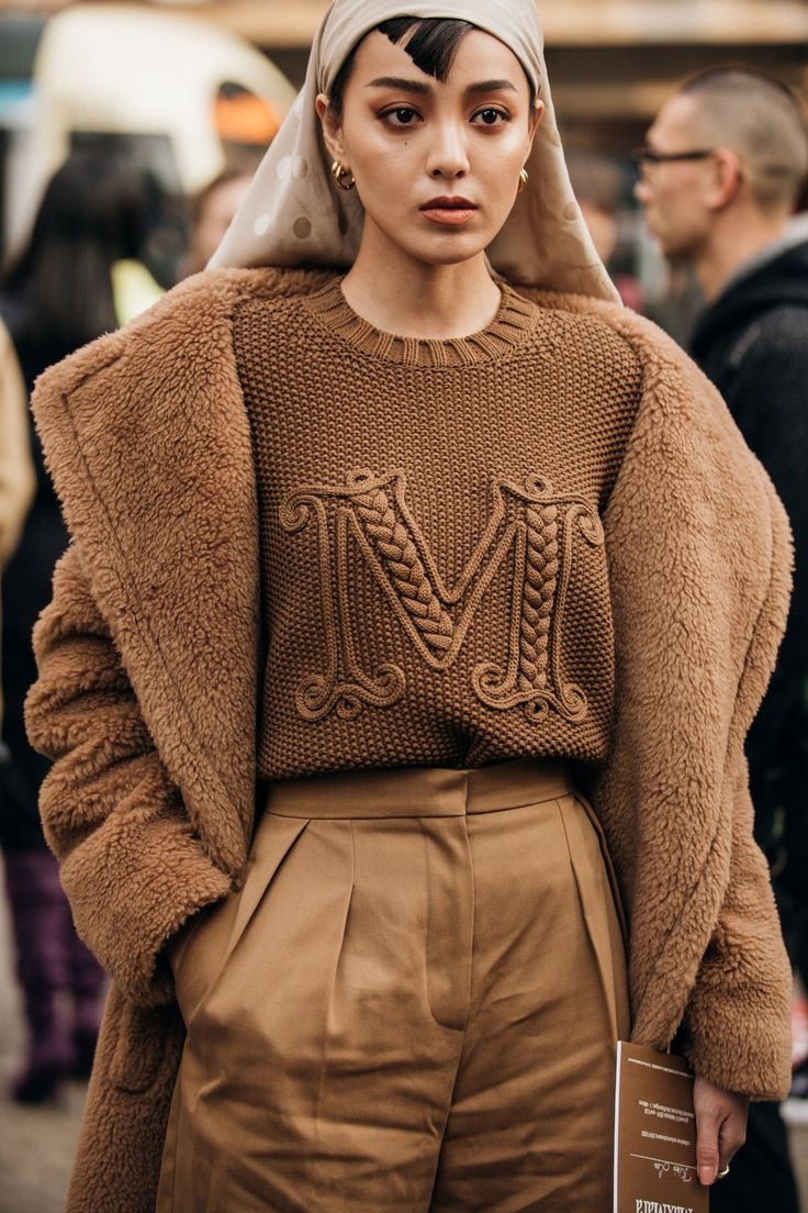 Love the cable applique. Street-Style: Die Looks von der Fashion Week in Mailan…