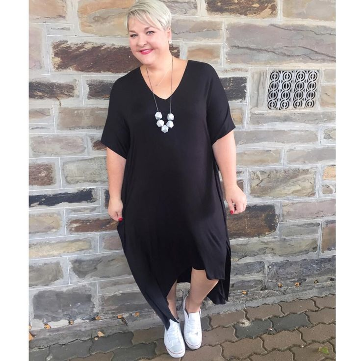 A hi lo jersey dress will give you options all year. Wear on its own, add a tube skirt, leggings, half tuck into jeans or add tights with boots. Now that's bang for your buck #mystyle #syheat #curvy #adelaideblogger