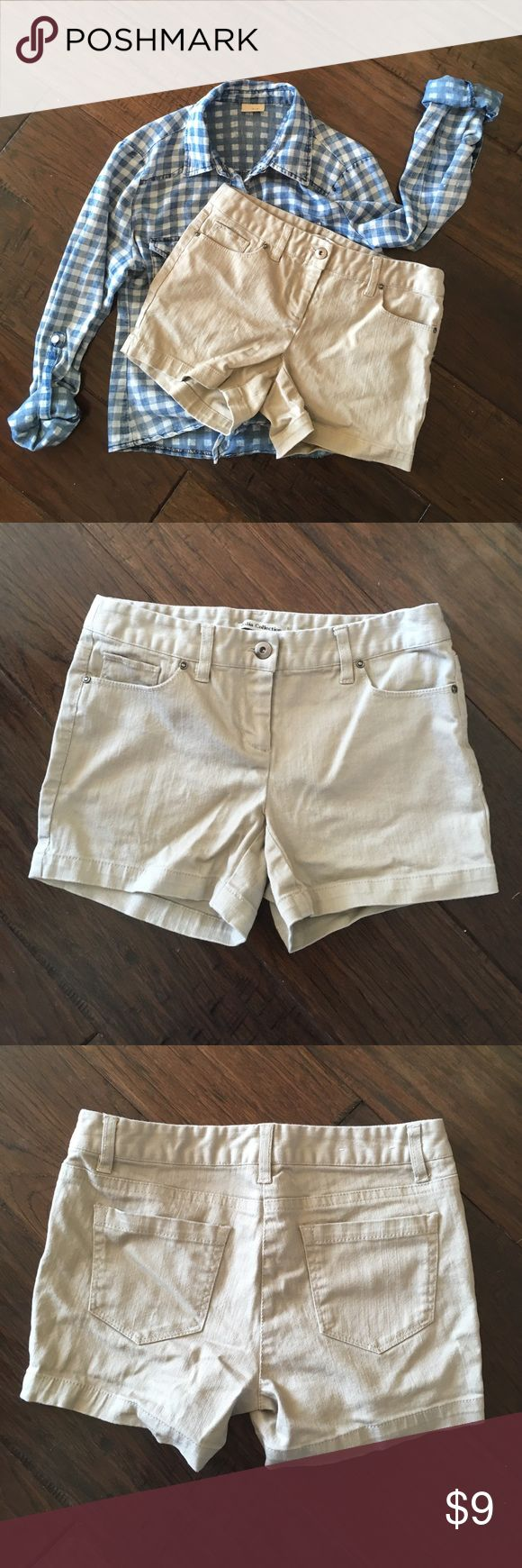 ⚡️SALE⚡️ Women's Khaki Shorts - Size 2 Great pair of khaki shorts for those summer months. Made of 98% cotton and 2% spandex, which gives it the perfect amount of stretch. Bundle with other items to save! Button-up shirt not included. Bundle with other items to save more! Shorts