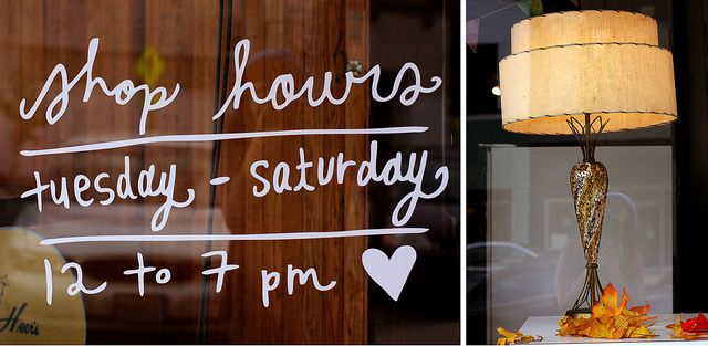 decal love!: Idea, Handwritten Fonts, Shops Window, Shops Hour, Window Decals, Shops Display, Stores Hour, Stores Window, Display Window