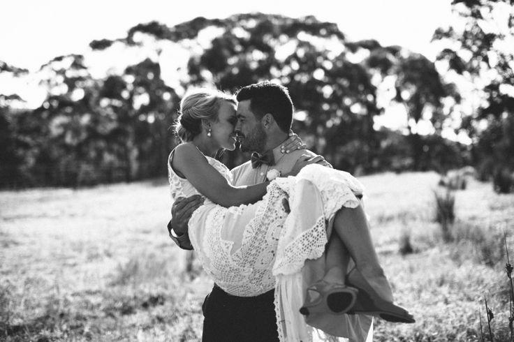 vanessa norris photography, mornington peninsula bride, jane hill wedding dress, mornington peninsula wedding, backyard wedding, relaxed wedding, jane hill lottie