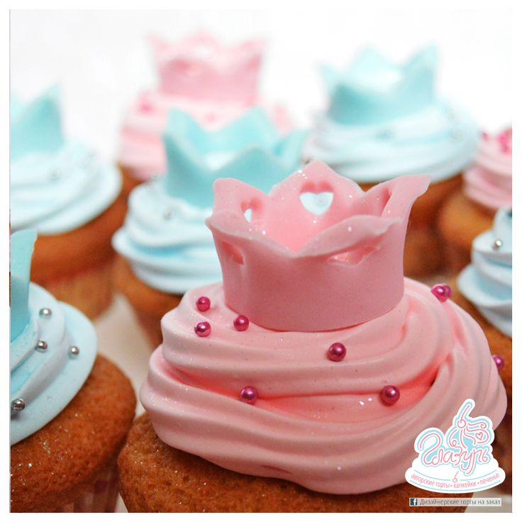 Pink and turquoise Crowns capcake https://www.facebook.com/katrin.smirnova.3958