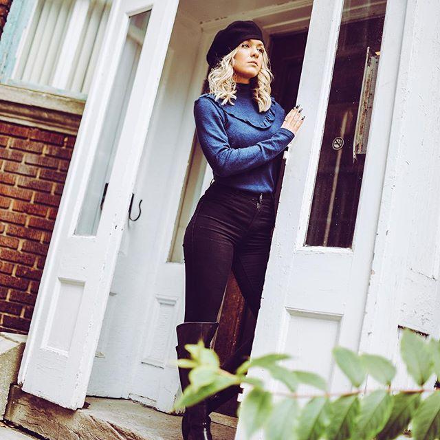 Blue 💥 all the love for this cashmere coziness 💙 #hellothursday #cashmere #comfy #parisian #beret #cashmeer #navy #blueblack