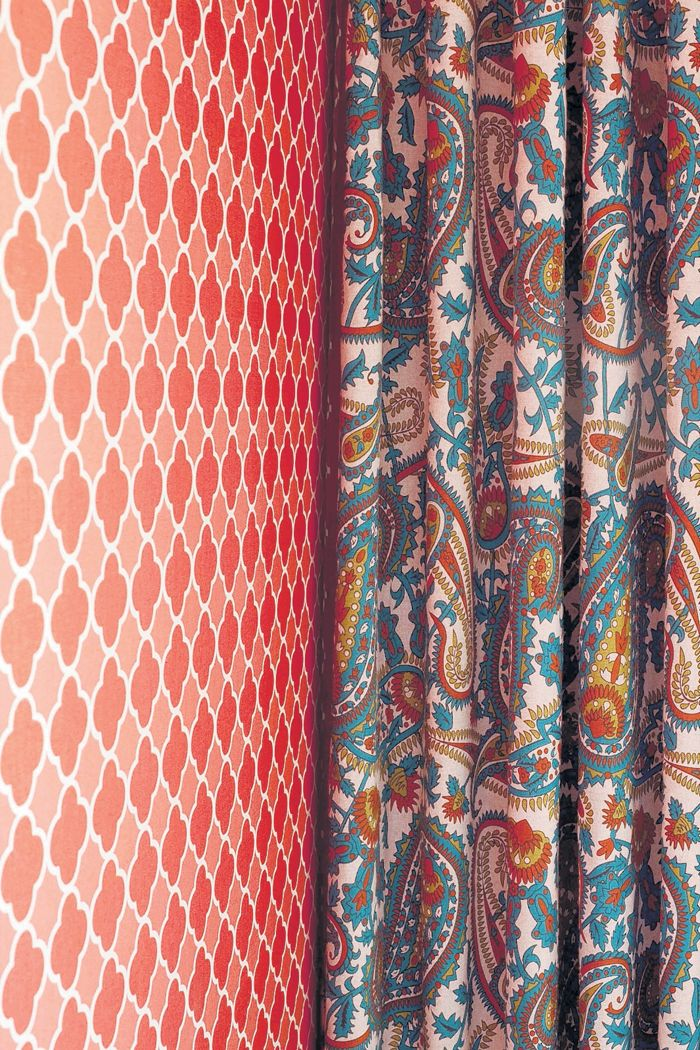 Curtains are usually patterned when used in rooms such as the kitchen and dining rooms. Paisley prints are very popular as well as the classic jacquard.