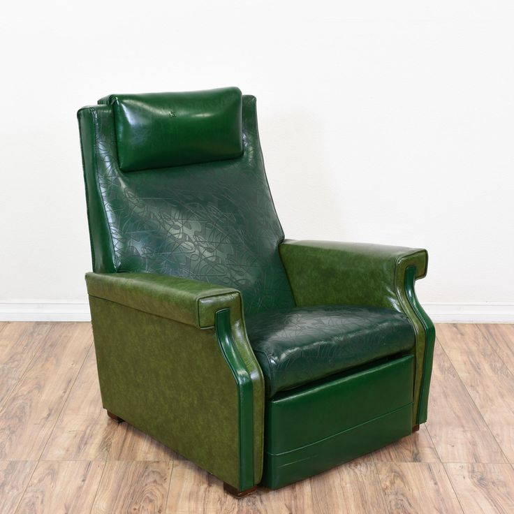This mid century modern recliner is upholstered in a durable shiny green vinyl finish. This armchair is in good condition with a tall reclining back, a lift up footrest and geometric arms. Perfect for laying back and relaxing! #midcenturymodern #chairs #recliner #sandiegovintage #vintagefurniture
