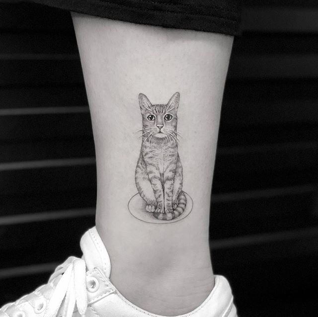 Tiny Ankle Tattoo Designs You Ll Want To Copy Immediately Cat Tattoo Small Tattoos Cat Tattoo Simple
