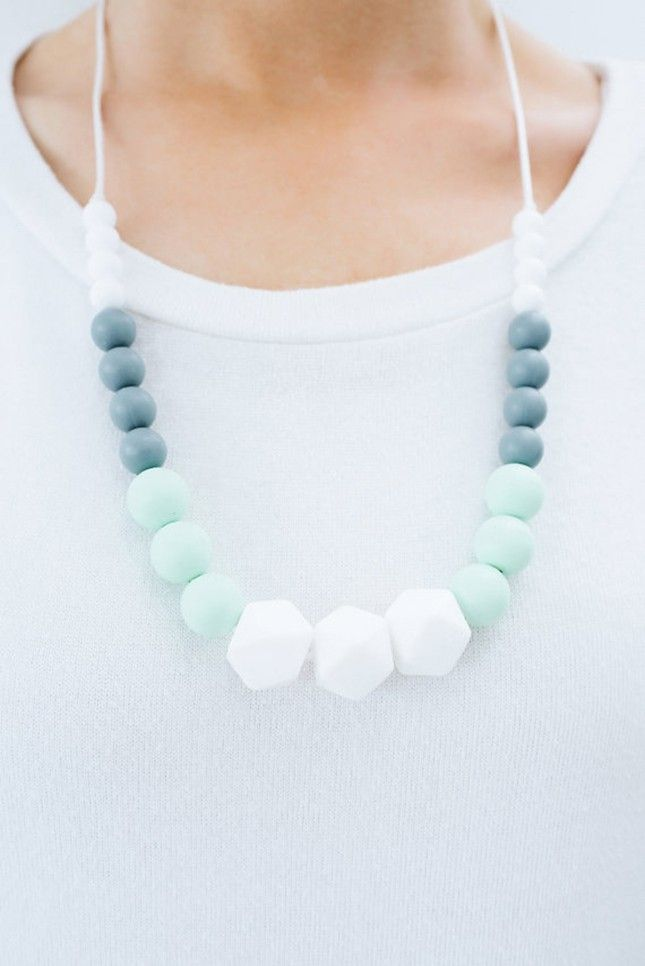 Stylish moms with a teething baby need this necklace.
